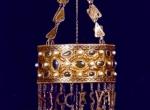 Fig. 3. Gold votive crown of King Recceswinth from the treasure of Guarrazar. (G. Ripoll Lopez, Archeologia visigota in Hispania [in:] I Goti. Milano 1994, p. 301-327).